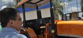 Prefeitura compra máquinas para atender agricultores