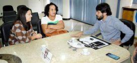 Samuca Silva recebe mãe de Arthur Vinícius