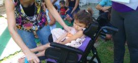 Empresa de Volta Redonda arrecada lacres e reverte em cadeira de rodas