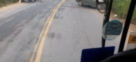 Acidente entre carro e van deixa feridos em Barra do Piraí