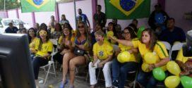 Servidoras de Volta Redonda se reúnem para assistir e torcer pela Seleção Feminina de futebol