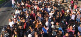 'Marcha da Família' reúne milhares de pessoas em Volta Redonda