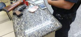 Dupla é presa com droga em Quatis