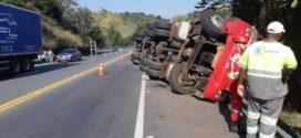 """Acidente na """"Curva do Aterrado"""" provoca morte de caminhoneiro na BR-393"""