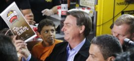 Bolsonaro diz que Brasil vai vencer a crise econômica mundial durante visita em Resende