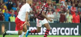 Flamengo vence o Inter e abre vantagem na briga pela semifinal