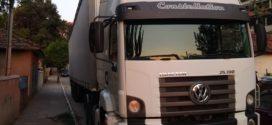 PM apreende carreta que transportava  bebidas sem nota fiscal em Barra Mansa