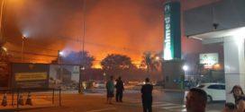 Fogo atinge vegetação perto do Hospital da Unimed em Volta Redonda