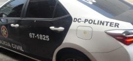 Polinter prende quatro e procura suspeitos de tráfico, roubo e homicídio