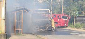 Ônibus da Viação Sul Fluminense pega fogo no bairro São Lucas