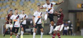 Em jogo de duas viradas, Flamengo e Vasco ficam no empate por 4 a 4
