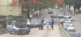 Duas pessoas ficam feridas em acidente no viaduto Alexandre Fischer, em Barra Mansa