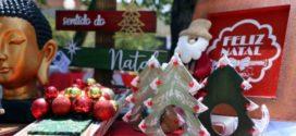 Peças natalinas já são expostas na feira de artesanato em Barra Mansa