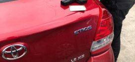 Jovem é preso por roubo de carro e agressão à mulher