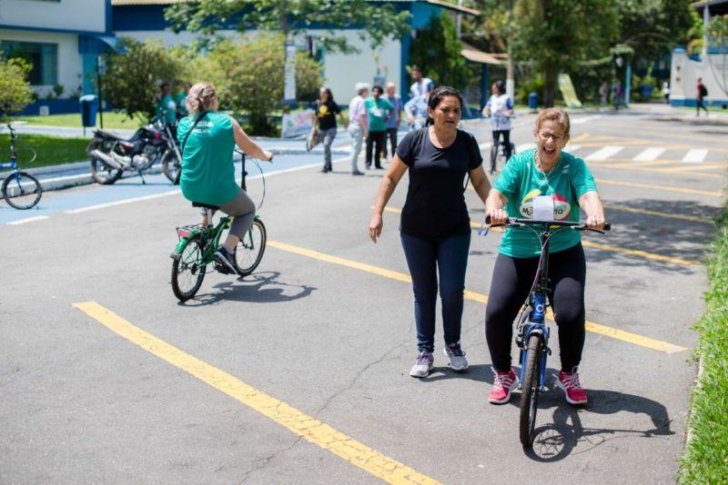 Idosos de Volta Redonda participam de atividades físicas no UniFOA - Diario do Vale