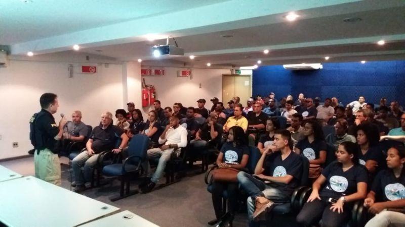 PRF realiza palestra em Volta Redonda - Diario do Vale