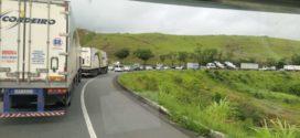 Limpeza em pista da Rodovia do Contorno deixa trânsito congestionado em Volta Redonda
