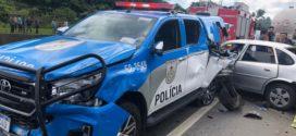Caminhoneiro bate em carro policial e deixa um PM morto e três feridos