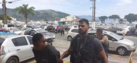 Dupla suspeita de tráfico de drogas é presa em Angra dos Reis