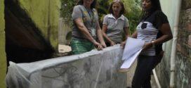 Vítimas das chuvas em Barra Mansa recebem colchões e cestas básicas