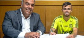 Flamengo oficializa chegada de Michael e saída de Reinier