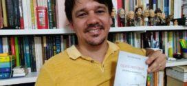 Primeiro livro de Giovani Miguez é a obra convidada para o lançamento da segunda temporada do 'Noites de Autógrafos'