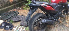 PM apreende motocicleta sem placa e frascos de lança perfume em Angra dos Reis