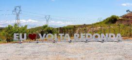 Novo totem é colocado na entrada de Volta Redonda