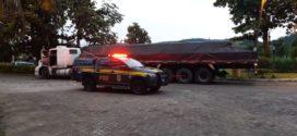 PRF prende caminhoneiro com documentos falsos na Dutra