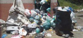 Acúmulo de lixo preocupam moradores do 'Minha Casa Minha Vida' em Volta Redonda