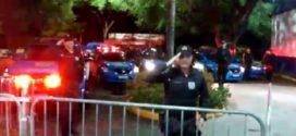 Policiais Militares homenageiam funcionários de hospital em Resende