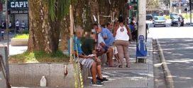 Idosos são flagrados na Praça da Matriz em Barra Mansa após interdição