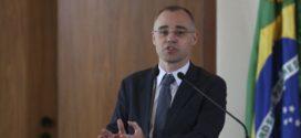 Sindicância investigará produção de dossiê sobre opositores, diz ministro