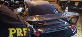 PRF e Polícia Civil apreendem carros de luxo durante operação no RJ