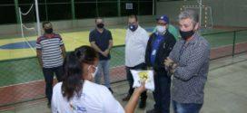 Prefeito entrega quadra poliesportiva no Parque Independência em Barra Mansa