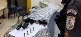 Menor é apreendido com revólver, munições e drogas em Porto Real