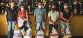 Voltaço entrega cestas básicas a trabalhadores autônomos de Volta Redonda