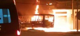 Ônibus pega fogo em Volta Redonda