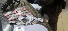 PM apreende drogas no bairro Mutirão, em Resende