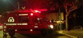 Motorista fica ferido após carro que estava ser arrastado por trem em Barra Mansa