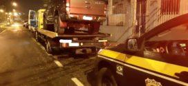 PRF apreende caminhonete clonada na Dutra, em Itatiaia