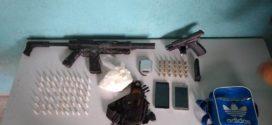 PM apreende drogas, pistola e réplica de fuzil em Volta Redonda