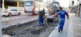 Prefeitura de Volta Redonda inicia oitava substituição de piso de ponto de ônibus por concreto