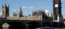 Taxa de contágio pelo novo coronavírus está diminuindo na Inglaterra