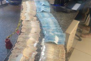Trio flagrado com R$ 7,6 mil não soube explicar a procedência do dinheiro