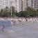 Contra as regras da Prefeitura do Rio de Janeiro, cariocas se aglomeram nas praias