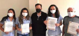 Vereador Marcelo Moreira homenageia funcionários do Lar dos Velhinhos