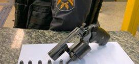 Homem é preso por porte ilegal de arma, em Volta Redonda