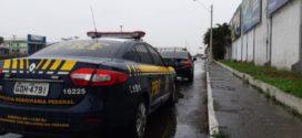 Motorista é flagrado dirigindo em situaçãoirregular na Via Dutra, em Resende