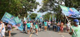 Eduardo Guedes participa de caminhada em Itatiaia